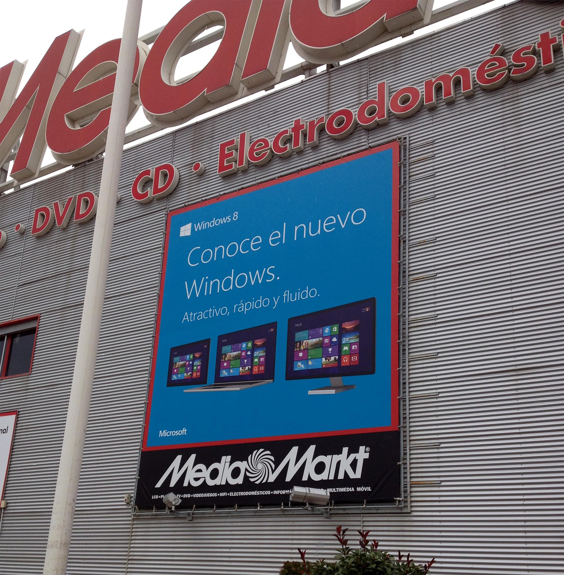 Lonas y carteles exteriores del lanzamiento de Windows 8