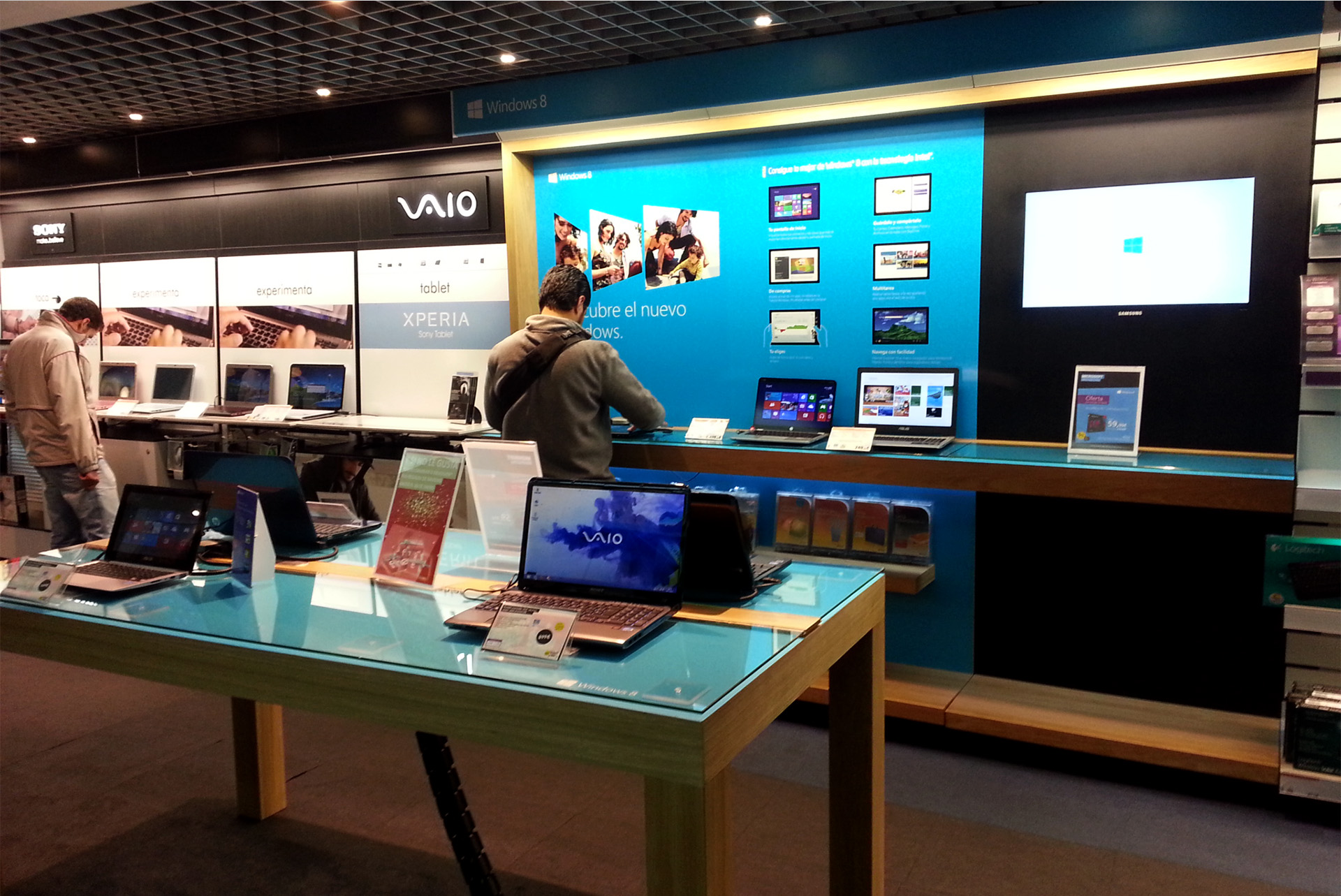 Mueble de Experiencia Windows en Fnac Castellana
